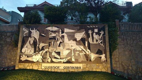 "Mural del ""Guernica"" de Picasso: 3_IMG_20170818_211654380_large.jpg"