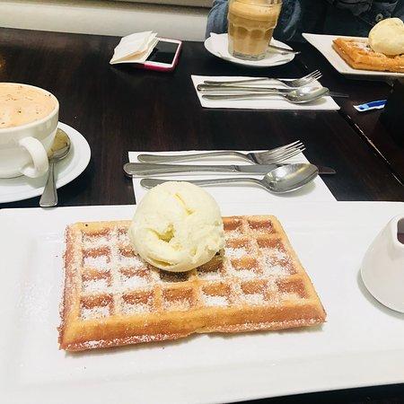 Lindt Chocolat Cafe Restaurant