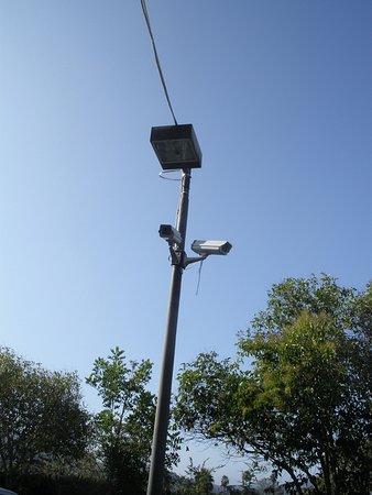 Oak View, Kalifornien: Security cameras in lot