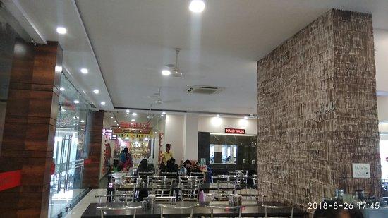 Kotputli, India: interior of restaurant