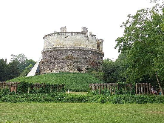 Le Trésor de Léonard à la Tour-Forteresse du Château Monthoiron
