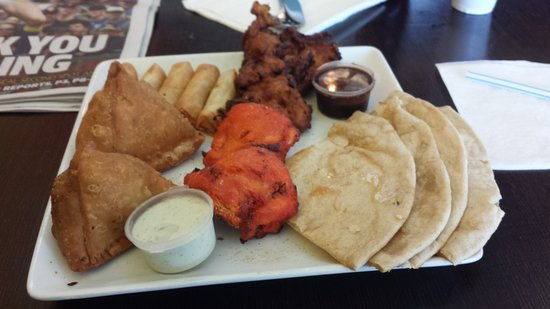 Dianella, Australie: Mixed platter with roti bread