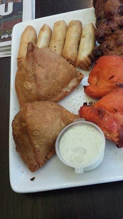 Dianella, Australie: Platter - Samosas and chicken