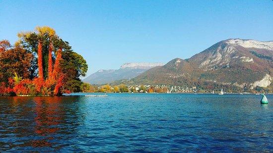 Annecy en automne photo de office de tourisme du lac d 39 annecy annecy tripadvisor - Office de tourisme annecy ...