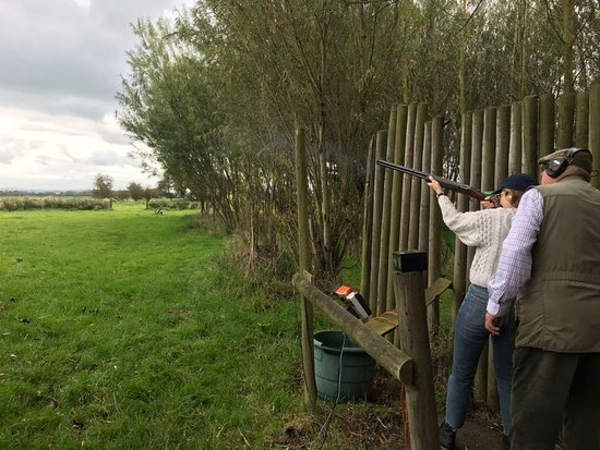 ‪צ'דר, UK: Clay pigeon shooting in Cheddar‬