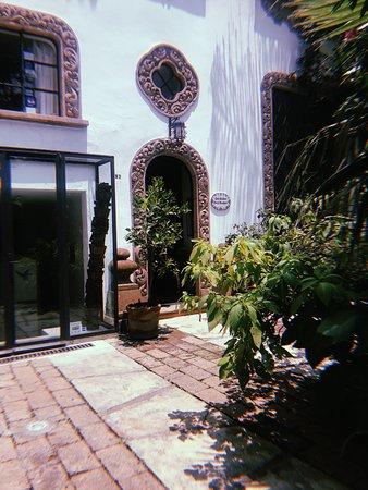Casa Comtesse: entrance