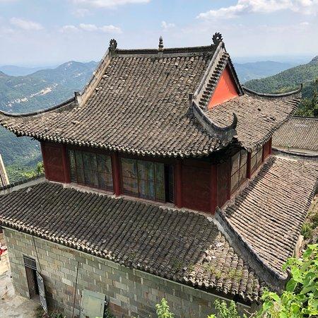 Wuhan, China: Magnifiques temples taoïstes ds un cadre exceptionnellement beau