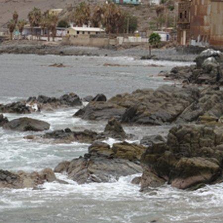 Tocopilla, ville au bord du Pacifique, côte  rocheuse