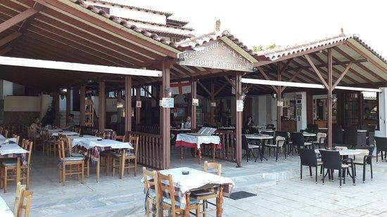 Tavolino Del Bar.I Tavolini Del Bar Antistante La Piccola Piscina Picture