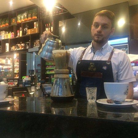 Andradina, SP: Café coado preparado pelo proprietário Paulo Posteral, atendimento e qualidade inigualável prepa
