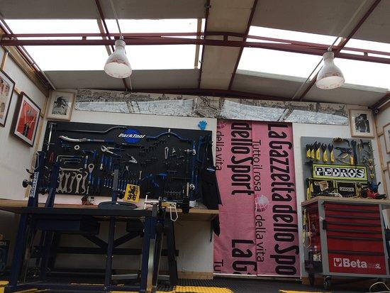 Hookwood, UK: Workshop