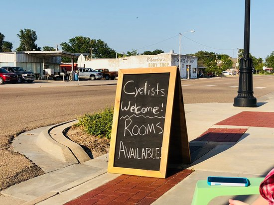 Dighton, KS: Sign