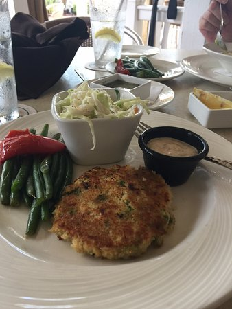 Guppy's on the Beach: crab cake