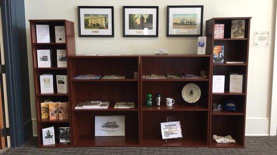Gaffney Visitors Center & Art Gallery: Visitors Center merchandise