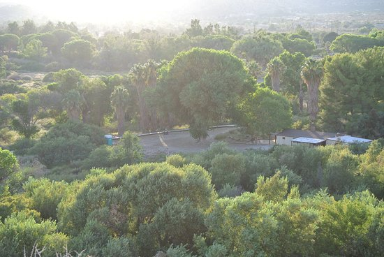 Morongo Valley, Californie: View from trail high point, looking at parking area