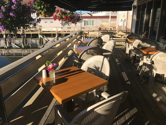 Blue Moon Cafe: The deck in the morning