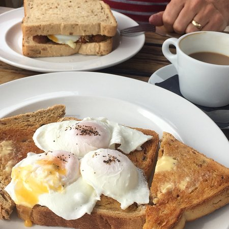 The Swan Inn : Perfectly cooked poached eggs!