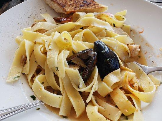 Swizzle Inn: Seafood Pasta (gross!)