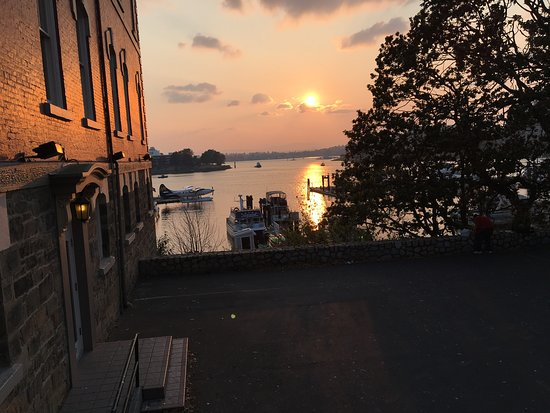 Spinnakers Brewpub and Guesthouses: This is of the harbour and the view is the same, different angle, but not taken from the restaur