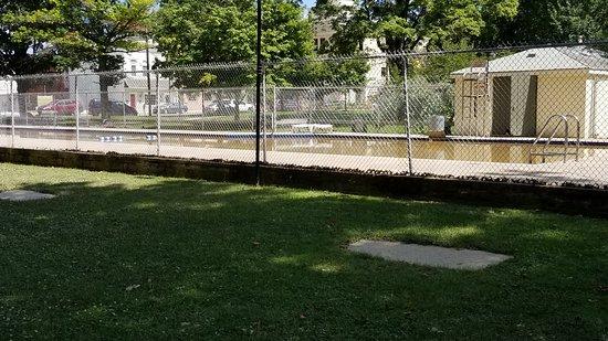 Berkeley Springs State Park: Muddy pool