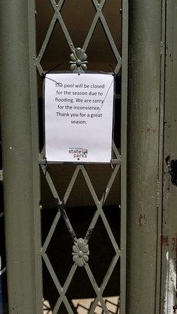 Berkeley Springs State Park: Pool closed