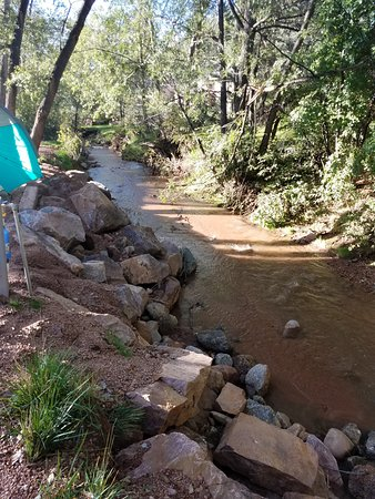Chipita Park, CO: Stream by the campsites