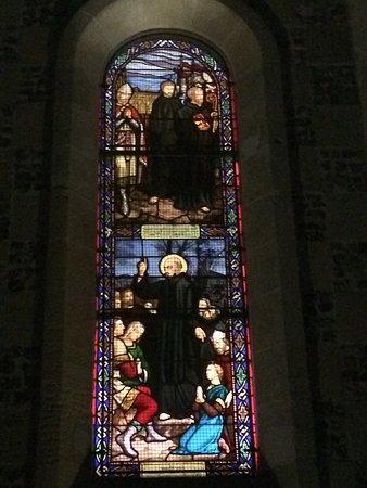 Chapelle des Marins: Vitrail de la vie de Saint Valery, le moine auvergnat nommé Gwalaric...Walric puis Valery -
