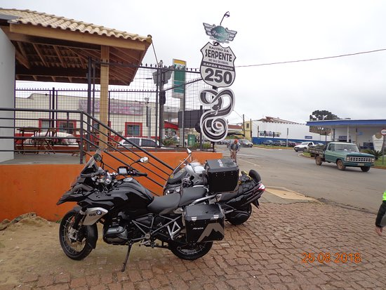 Porthal Rastro da Serpente: Ponto de parada e fotos tradicional para os motociclistas
