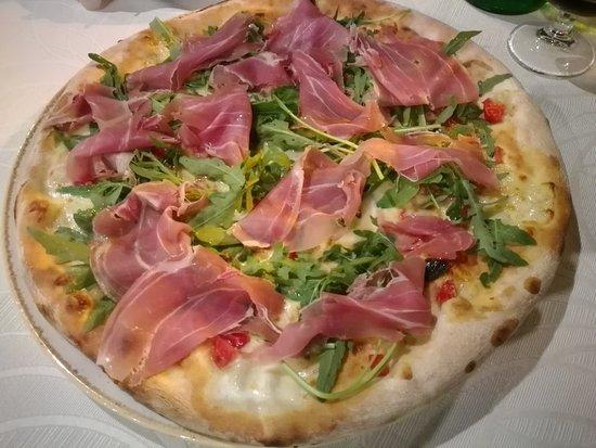 Monforte San Giorgio, Italy: Pizza Musicista