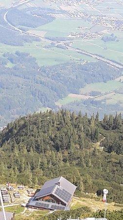 Grodig, Austria: Blick von der Hochalm zum Zeppezauerhaus auf 1.663m