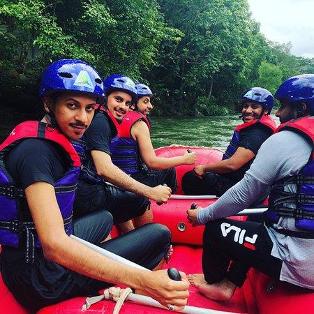 Rafting Team 39: كانت رحله ممتعه للغايه من افضل الانشطه الشبابيه في سريلانكا انصح الجميع بزيارتها