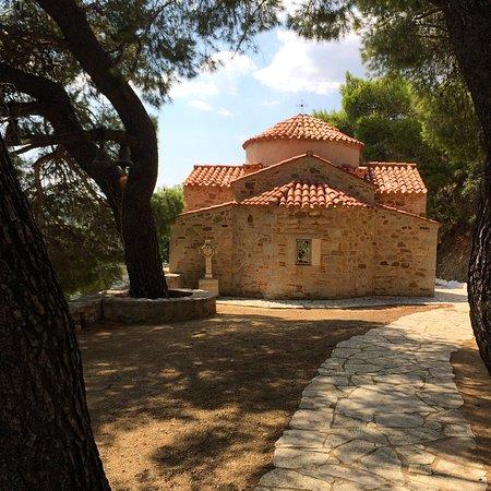 Distomo, اليونان: 19.századi kis templom a kolostoregyüttes része