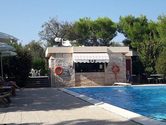 Residence Villa Agrimare: Bar piscina
