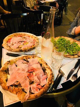 Bonne pizza et joli cadre, un peu cher néanmoins