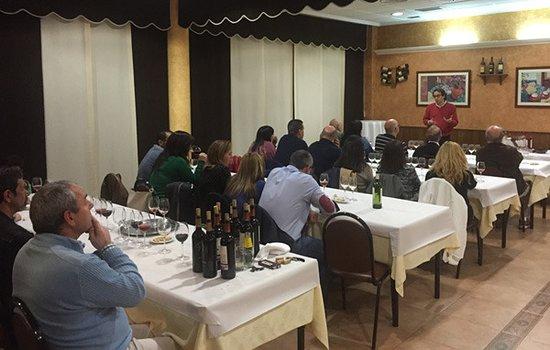 Alovera, إسبانيا: Una de las periódicas catas que se celebran en El Fogón del Vallejo
