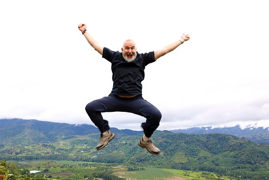 Ujarras, Costa Rica: Jumping for joy at the Beauty!