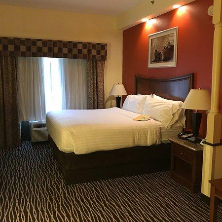 Holiday Inn Express Fayetteville - Ft. Bragg: photo1.jpg