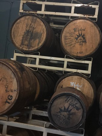 Wicked Dolphin Rum Distillery-bild
