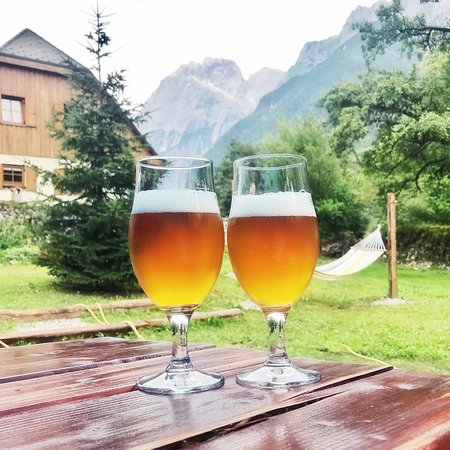 Log pod Mangartom, Словения: View from the garden with local Slovenian craft beers