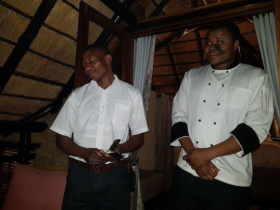 Tshukudu Bush Lodge: Chefs dinner briefing