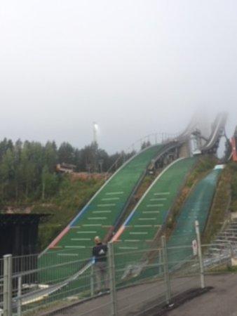 Lahti Ski Museum: Ikkunasta näkyy Lahden hyppyrimäet