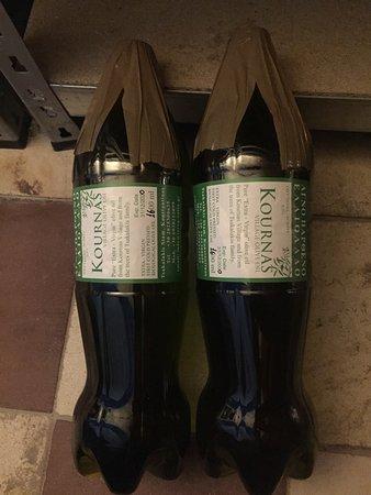 Kournas, Grécia: On pense acheter une bouteille d'huile d'olive mais c'est en fait une bouteille de Coca Cola rec