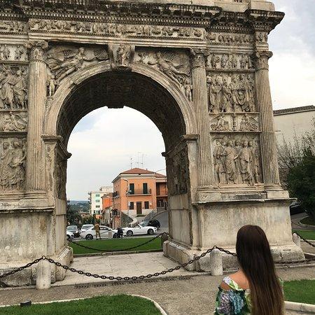 Arco di Traiano (114 d. C.): photo0.jpg