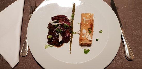 Le Gua, Frankrike: Paleron de bœuf Normand, croustillant de pommes de terre jus oignons nouveaux