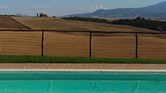 Agriturismo Bonello: vista dalla piscina