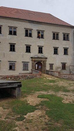 Hrad a zamek Dolni Kounice