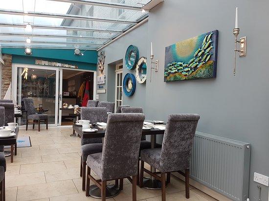 Porthallow, UK: Conservatory dining area.