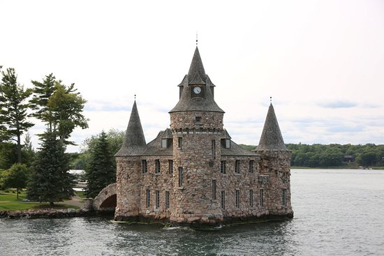 Alexandria Bay, NY: several houses along the water tours