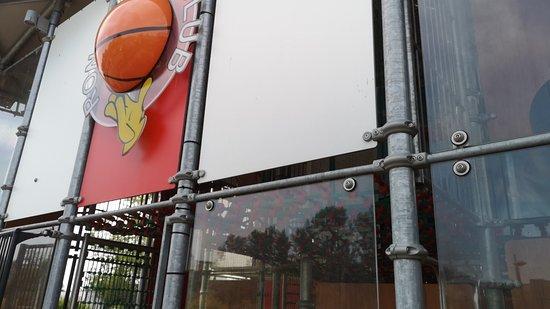 Salles-sur-Garonne, France : McDonald's