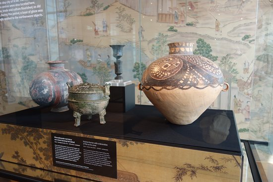 Het Princessehof National Museum of Ceramics: historical earthenware